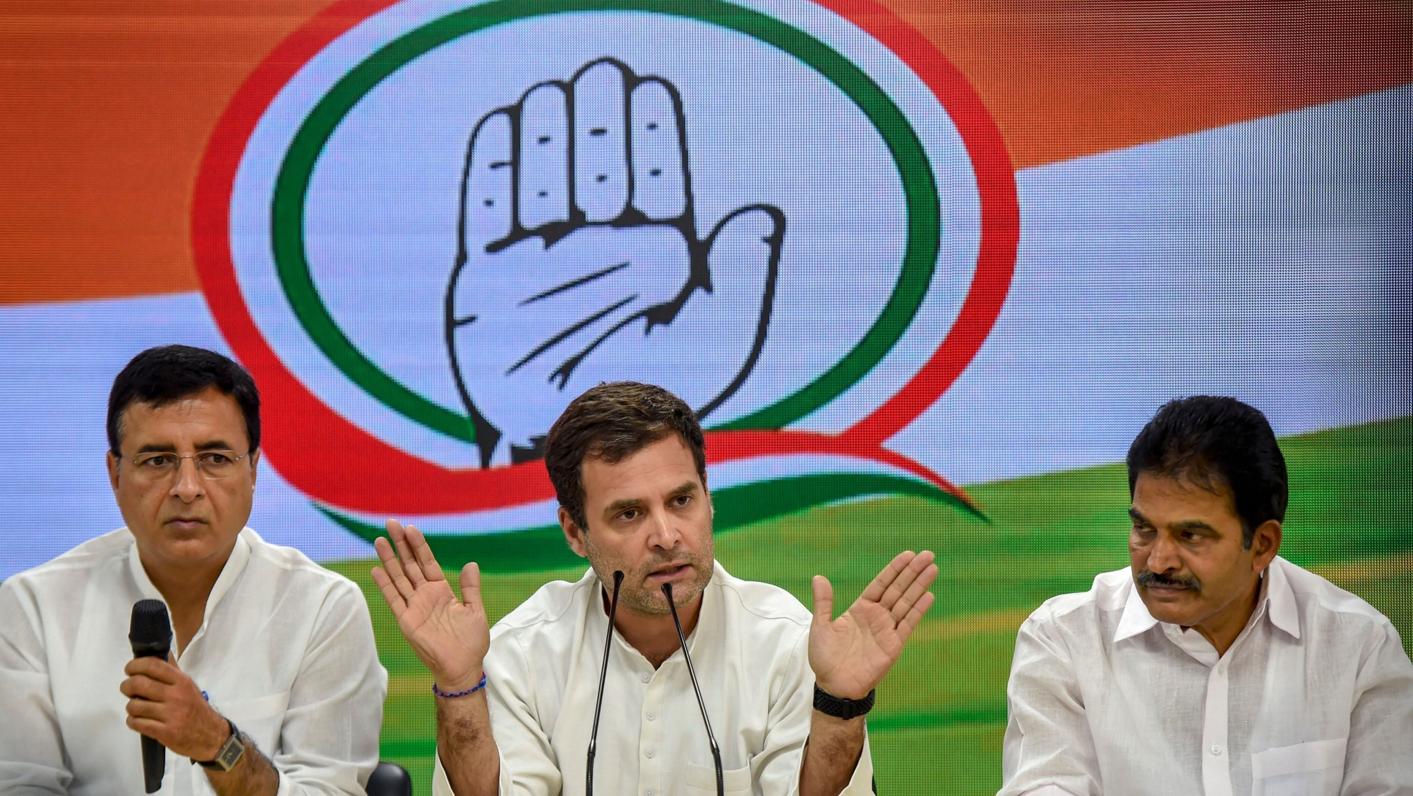 Congress to Review Results in CWC Meet on Sat, Rahul Might Resign