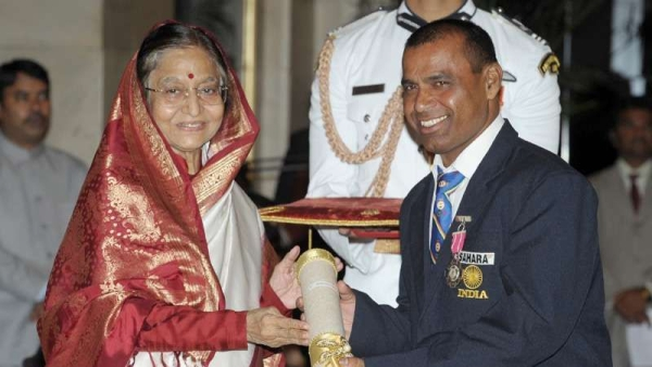 Limba ram receives the Padma Shri award from former president Pratibha Patil. File image used for representation.