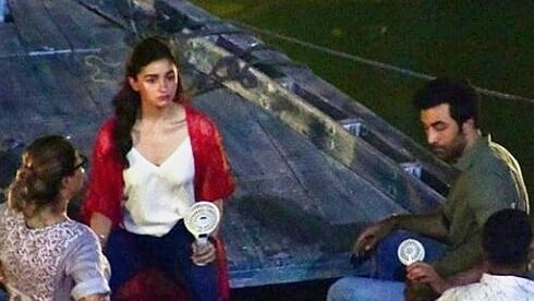 Ranbir & Alia Shoot for 'Brahmastra' in Varanasi, Photos Leaked