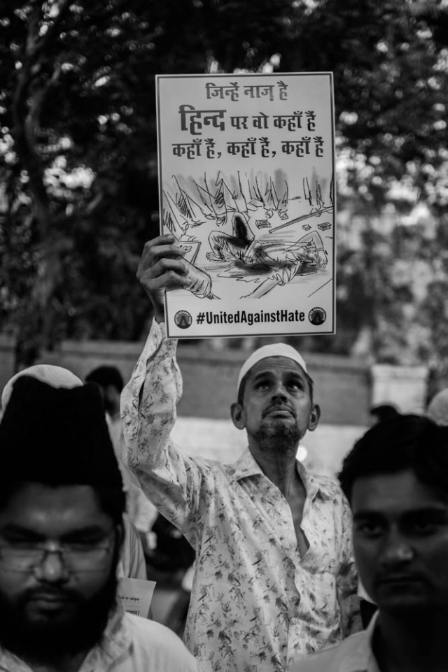A man holds up a placard at the protest against lynching in Jantar Mantar.