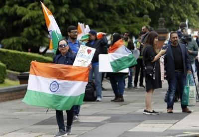 Pakistan win toss, put India into bat