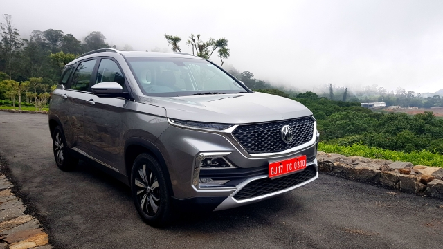All variants of the MG Hector have LED daytime running lamps flanking the bonnet.
