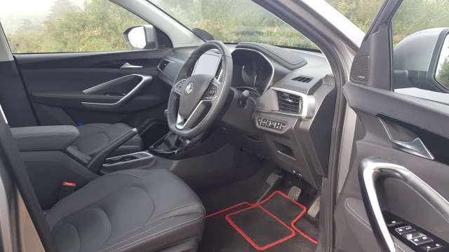 The front seats are comfortable and are electrically operated in the top variants.