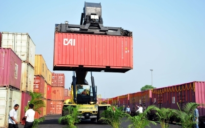 India's May merchandise exports up 4%, imports rise 4.31%