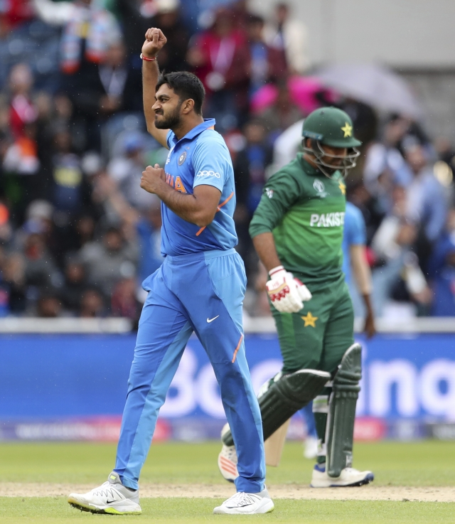 India's Vijay Shankar, left, celebrates the dismissal of Pakistan's captain Sarfaraz Ahmed, right, during the Cricket World Cup.