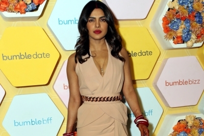Priyanka congratulates 'happiest people' Mr, Mrs Jonas