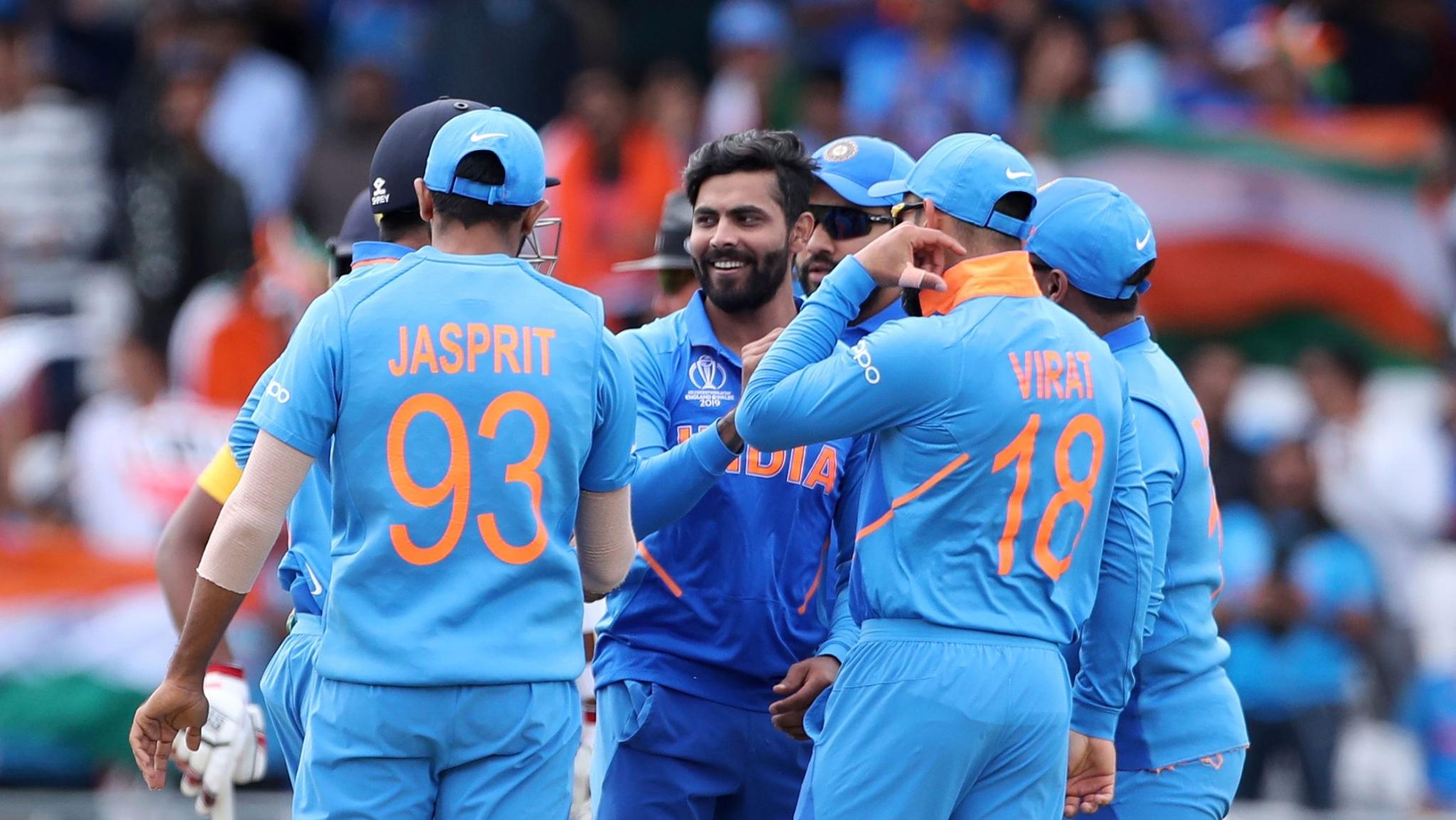 Jadeja Picks Wicket, Manjrekar Commentates and Twitter Reacts