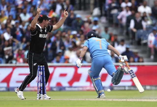 New Zealand's Colin de Grandhomme celebrates the run-out of India's MS Dhoni.