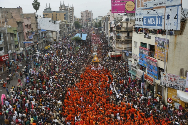 Lakhs of devotees flocked the 18-km route to catch a glimpse of the deity.