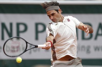 Federer advances to Wimbledon 3rd round