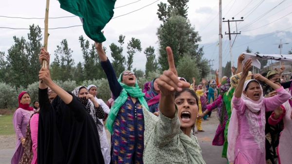 Kashmiri women in Srinagar protest against the Indian government's decision to abrogate Article 370
