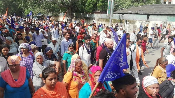 Thousands of Dalits from various parts of the country gathered in Delhi's Ramlila Maidan to protest against the recent demolition of a Ravidas temple in the Tughlaqabad region of the national capital.