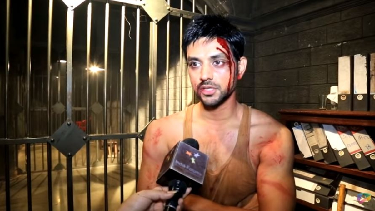 Indian Army Arrested Kashmiri Journalist Viral Photo Fact