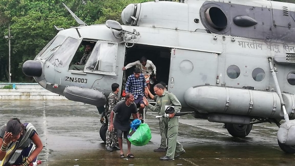 IAF team rescuing residents of Thane district who were stranded in the water logging.