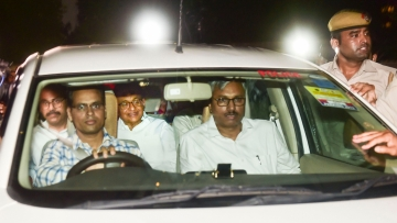 Chidambram being taken to the CBI court.