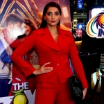 Sonam Kapoor Wishes PM Modi at the Screening of 'The Zoya Factor'