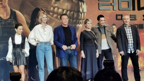 Arnold Schwarzenegger with the team of <i>Terminator: Dark Fate </i>in Seoul.