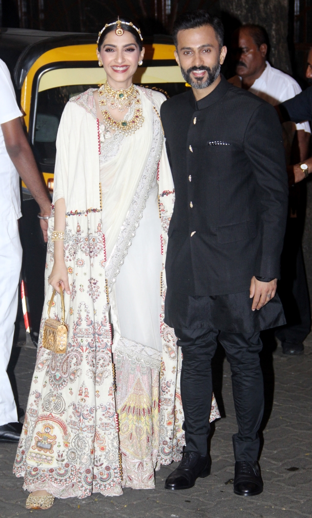 Sonam Kapoor and Anand Ahuja pose for pictures.