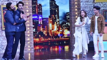 Sara Ali Khan and Rohit Shetty on the sets of Maniesh Paul show.