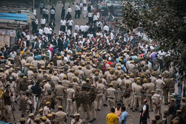 Cops at Tis Hazari Court complex after clashes between lawyers and police personnel on 2 November.