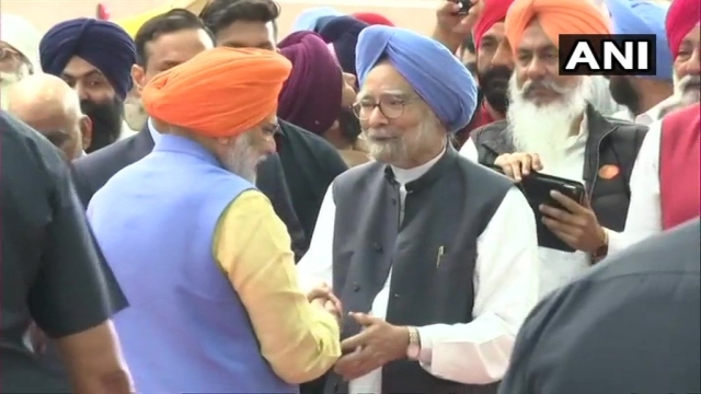 PM Modi (left) greets fromer PM Manmohan Singh (right) as the first batch of Sikh Pilgrims leave for Baba Darbar Sahib shrine via the Kartarpur corridor.