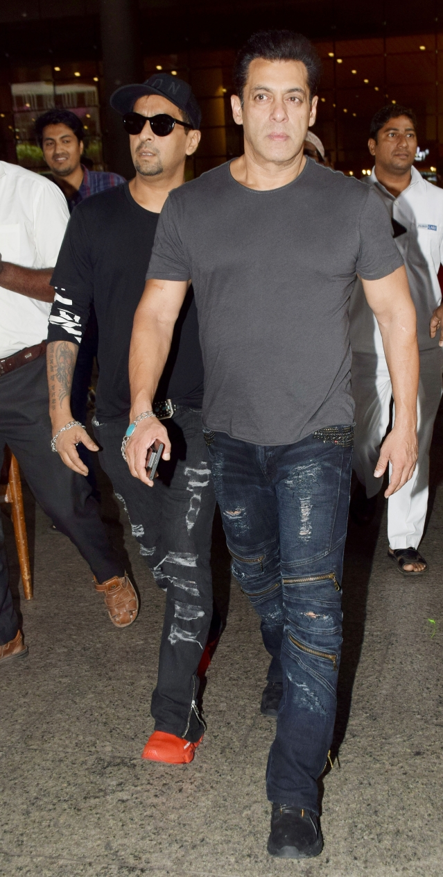 Salman Khan exits the airport.