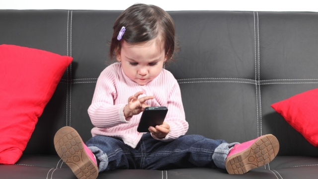 """<span style=""""white-space: pre-wrap; background-color: rgb(255, 255, 255);"""">Don't give your kids your phones just to keep them occupied.</span>"""