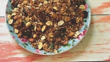 Food blogger Monika Manchanda shares her favourite loaded granola recipe that works as both - breakfast & snack!