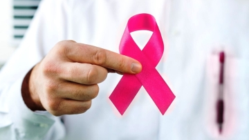 Women who have been diagnosed with breast cancer remain at a higher risk of contracting ovarian cancer.