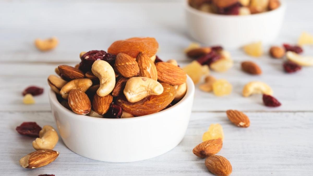 काजू, बादाम, अखरोट और मूंगफली, ये सभी प्रोटीन से भरे होते हैं।