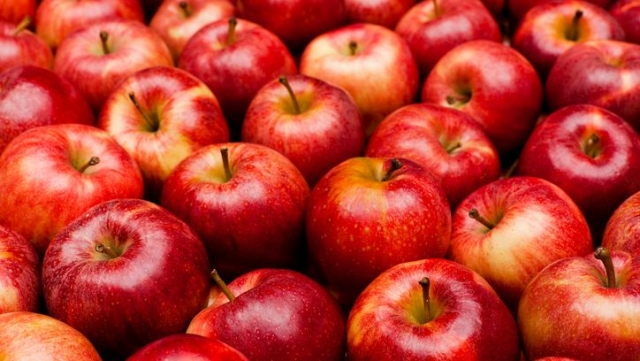 Apples are a good source of pectin, a soluble fibre that provides bulk and digests slowly.