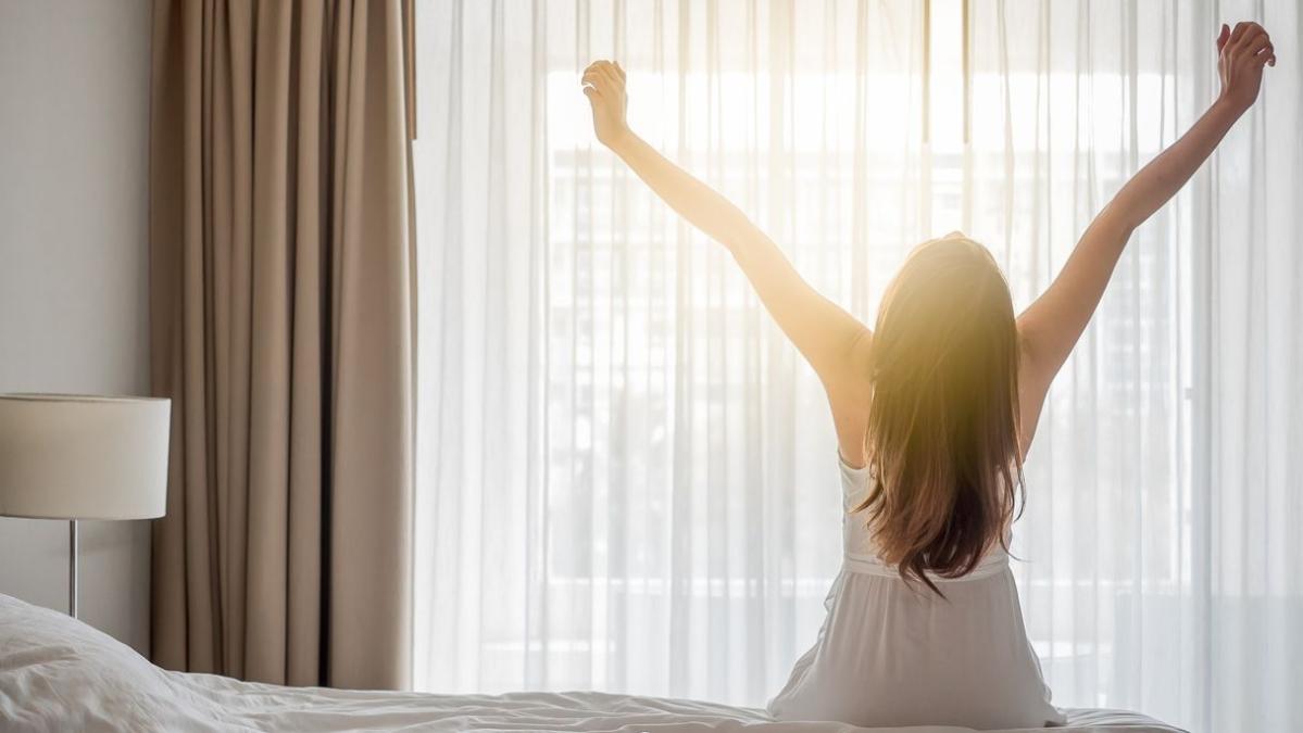 वैज्ञानिकों का मानना है कि जागना एक स्वाभाविक कार्य होना चाहिए और कृत्रिम रूप से प्रेरित नहीं होना चाहिए।