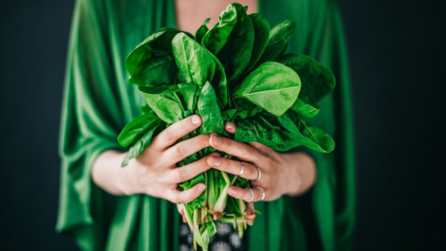 Leafy vegetables help in preventing dementia and cognitive damage.