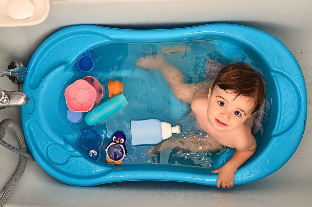 Make your baby's bath time an enjoyable and comforting experience.