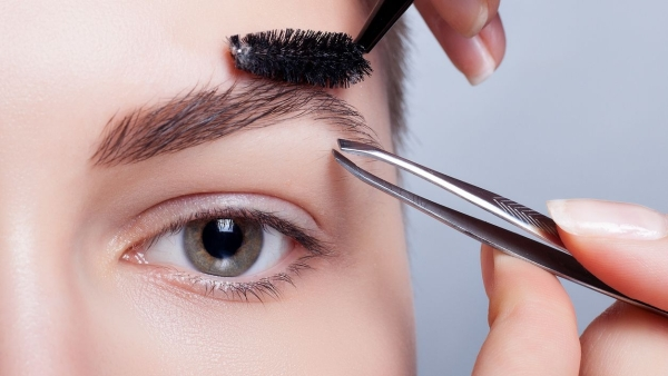 An international research team has for the first time identified nine genes responsible for eyebrow colours.