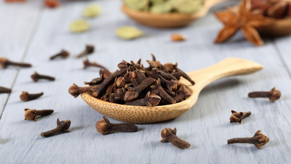 Clove has many health benefits.