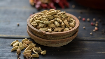 Green cardamoms are smaller and with a more delicate flavour, while the black ones are larger and have a smokier flavour.