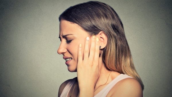 6 Home Remedies for Ear Pain: Earache is caused by bacteria, viruses, water, pressure or fungi.