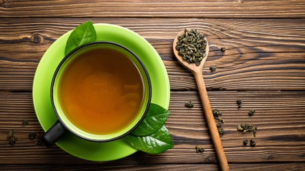 A natural antioxidant commonly found in green tea may help eliminate antibiotic-resistant bacteria or superbugs, according to a study.