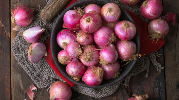 Here's why you should be eating onions everyday.