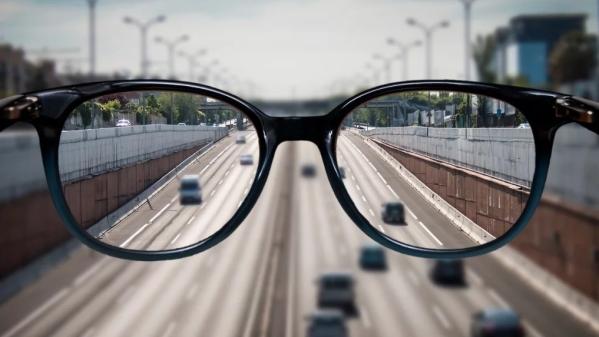 कंप्यूटर स्क्रीन का इस्तेमाल करके कहीं अपनी आंखे खराब तो नहीं कर रहे हैं