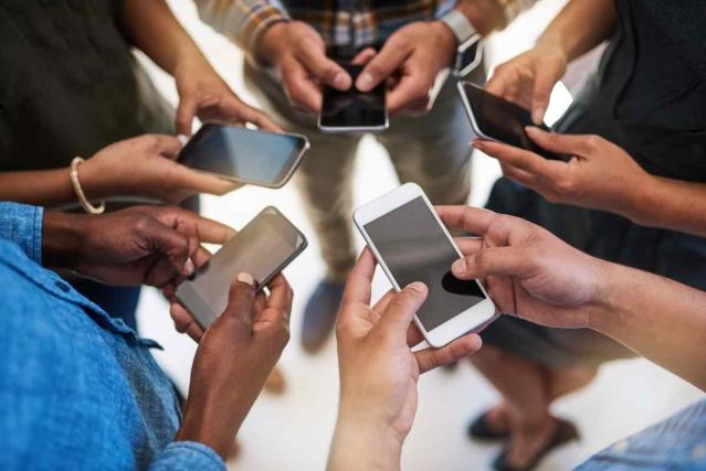 <b>सोशल मीडिया अब हर किसी का ध्यान आकर्षित करने के लिए एक मंच के तौर पर विकसित हुआ है.</b>