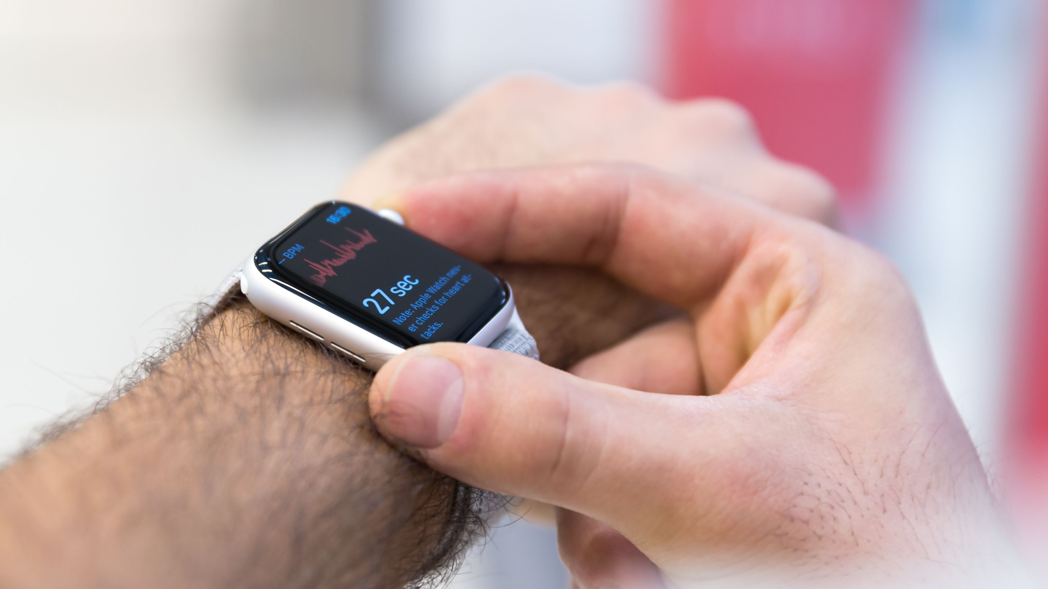 You Can Now Check Your ECG on Your Apple Watch in India!
