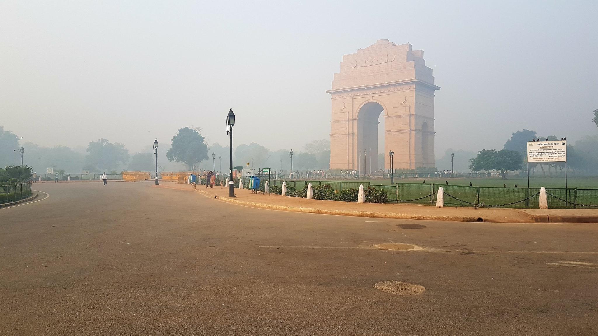 दिल्ली-NCR में कई जगहों पर हवा की क्वालिटी 'बहुत खराब'