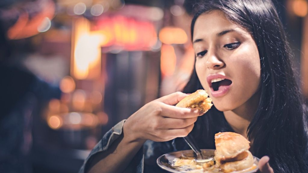 Want to Control Your Diet and Lose Weight? Dine Alone!