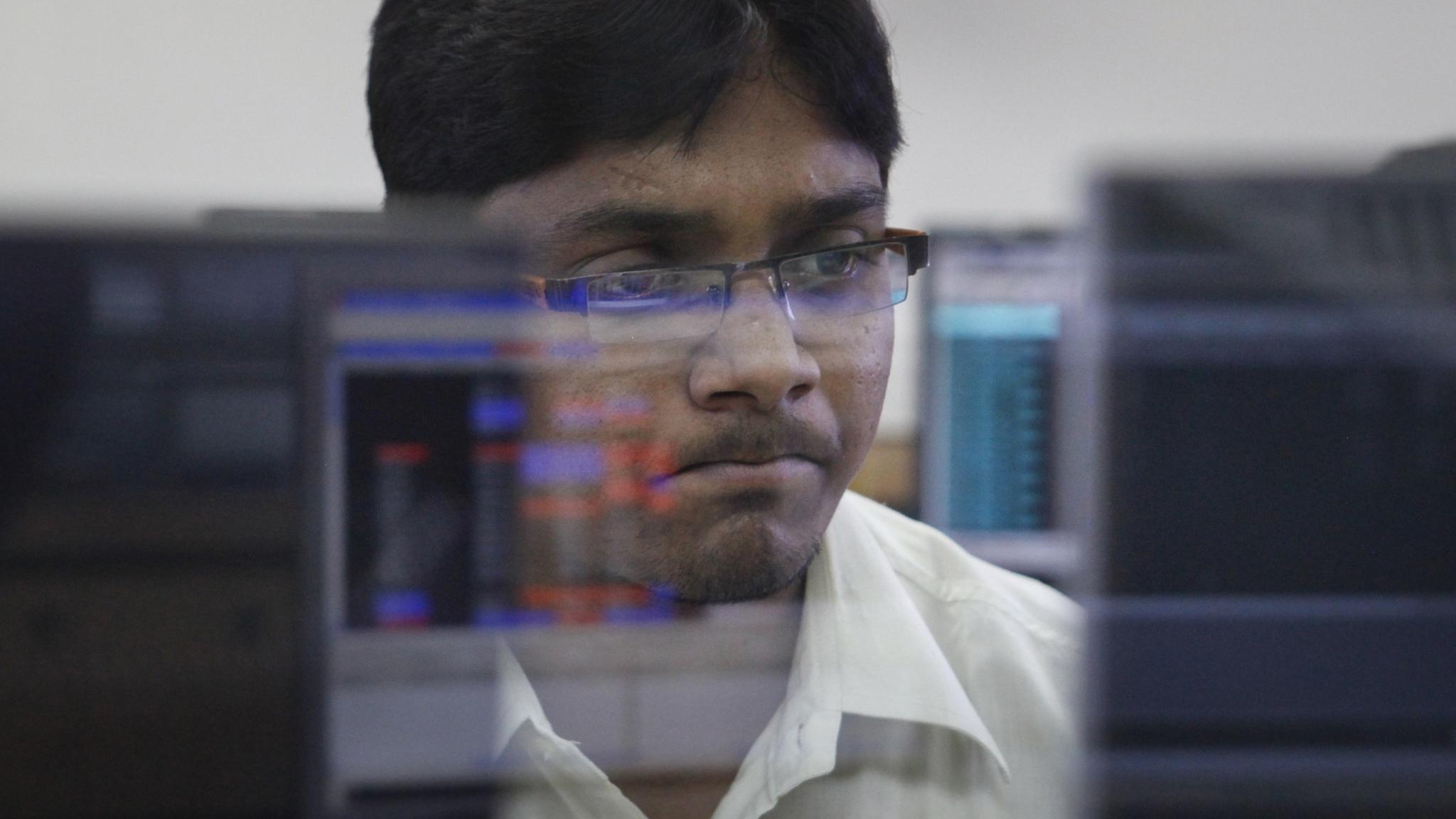 Closing Bell: Sensex Down 300 Points, Nifty Ends Below 11,600