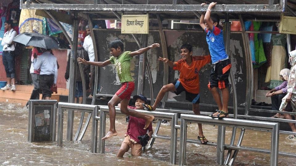 IMD Forecasts Moderate Rain in Mumbai, Schools to Stay Shut