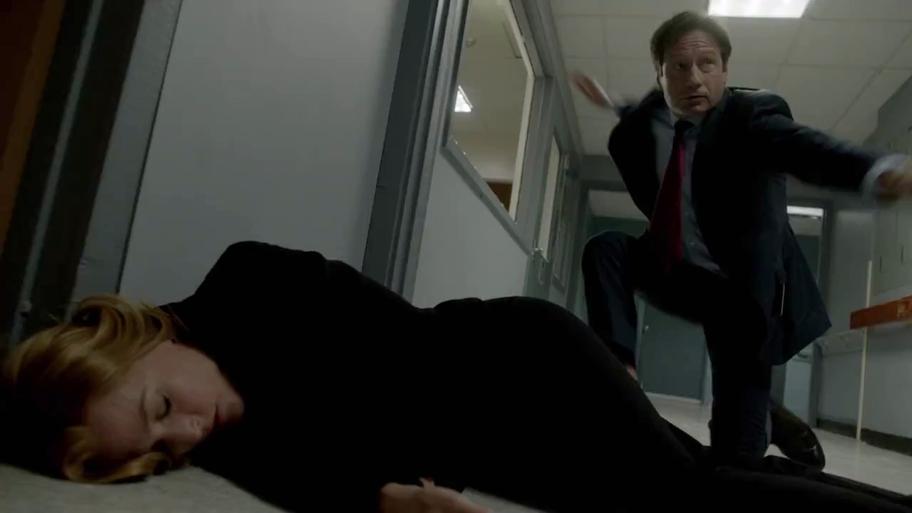 a focus on special agents fox mulder and dana scully in the story of the x files The x-files - season 5 : the series follow fbi special agents fox mulder and dana scully, who work on cases linked to the paranormal, called x-files mulder is a.