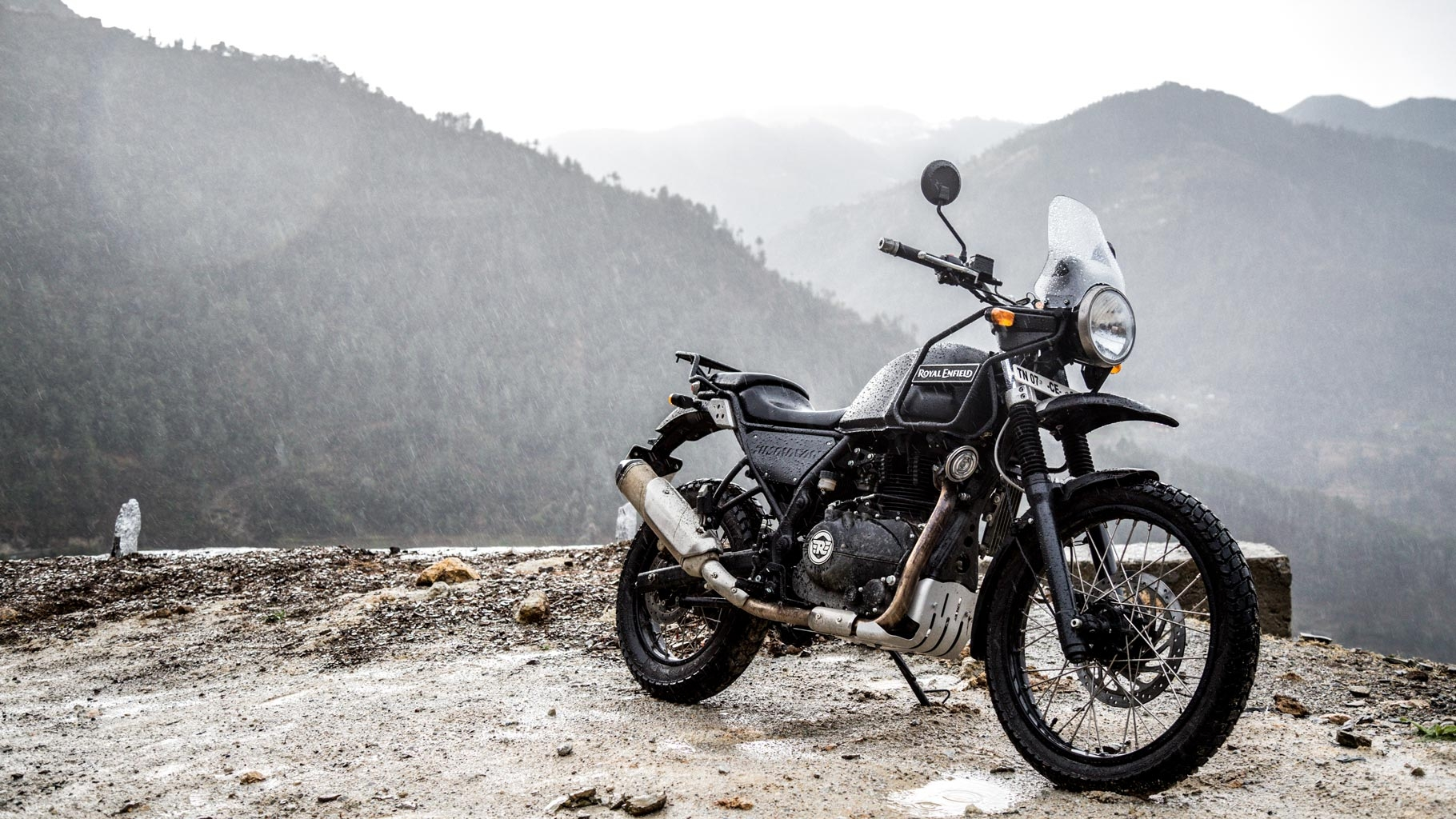 in pics we ride the royal enfield himalayan in the himalayas the quint. Black Bedroom Furniture Sets. Home Design Ideas
