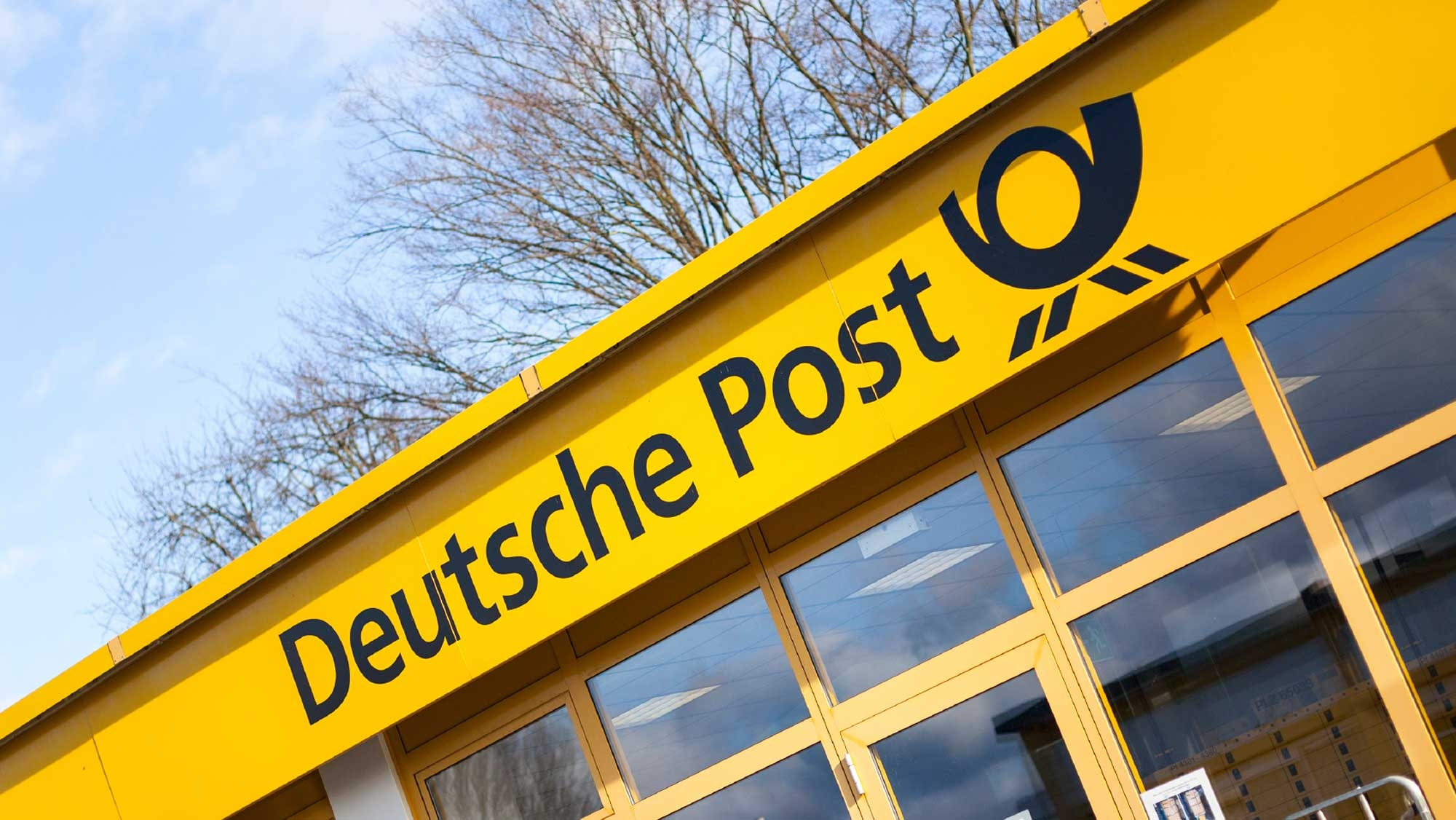deutsche post Along with the new contract, deutsche post plans to double its production of the streetscooter to 20,000 units per year – making the logistic company a significant ev manfacturer.